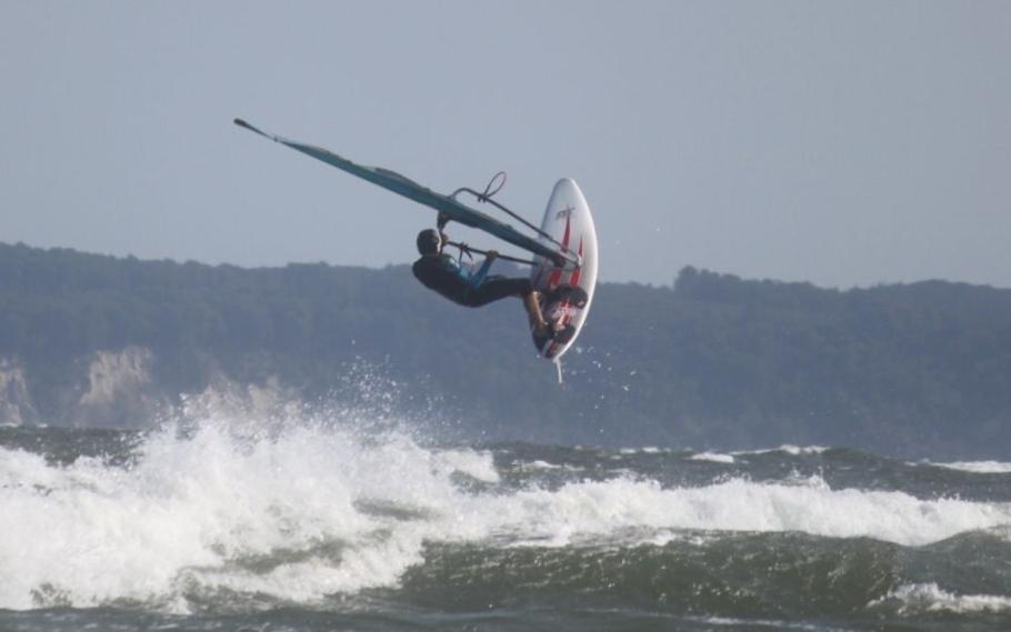 Ole kann übrigens nicht nur 420er segeln und Kastenbumeranglauf.  Aber auch zum Surfen braucht man Kraft und Ausdauer.