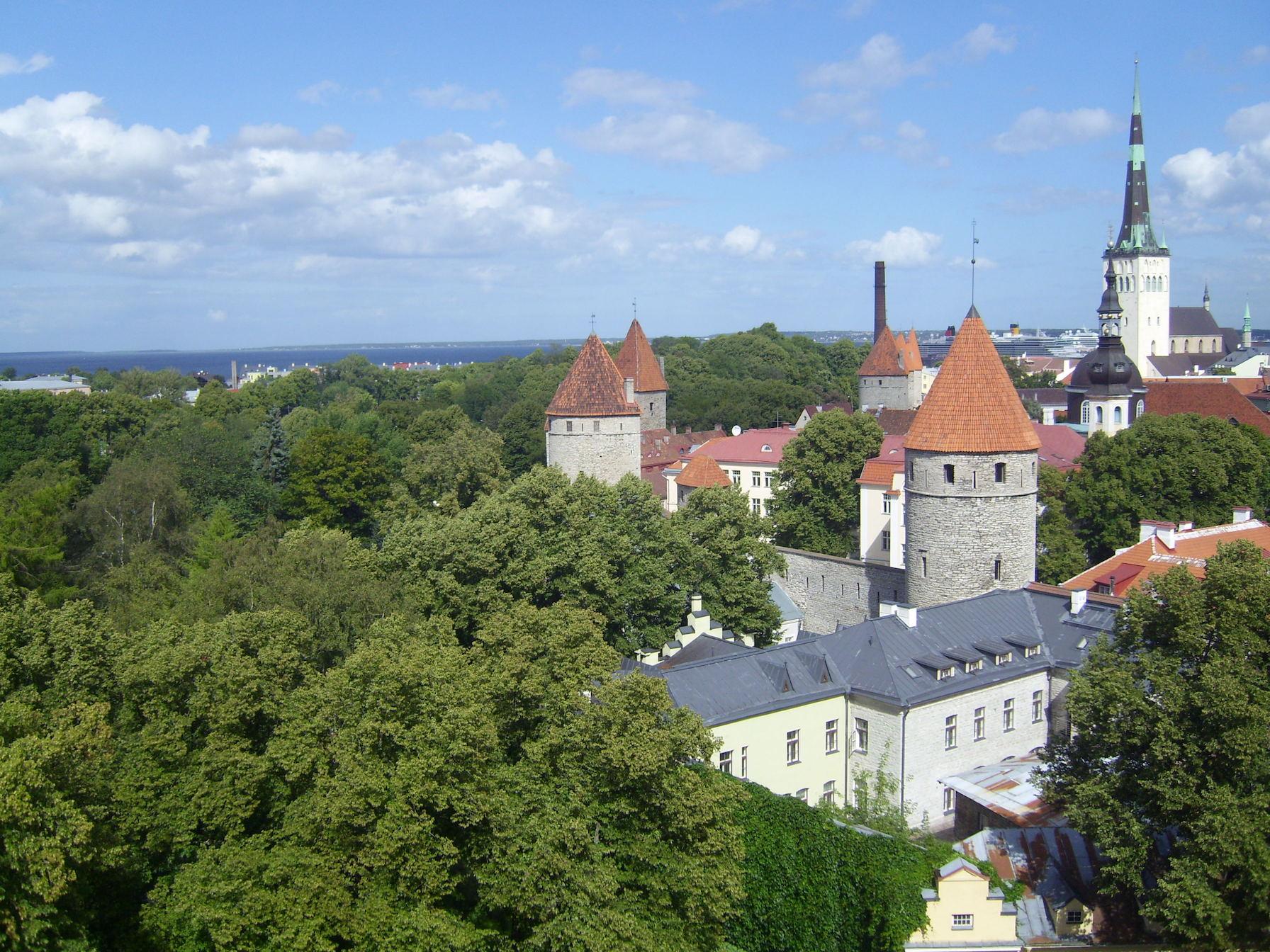 Wer viel Regatta segelt, kann schöne Städte entdecken. Die Altstadt von Tallinn gehört definitiv dazu.